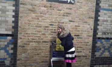 Plataforma 9 3/4 de Harry Potter na estação de King's Cross